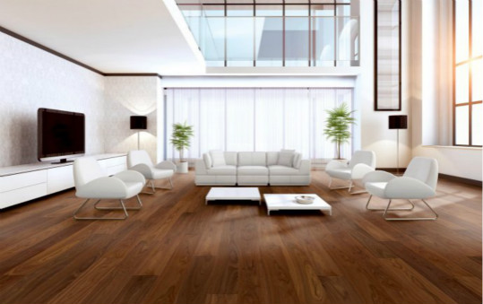 浅色的木地板与浅色的大理石